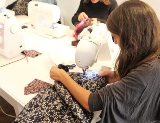 Cours de couture avec machine à coudre